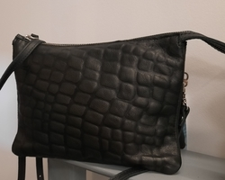 Touristbag large one side in bubbly black leather other side normal leather